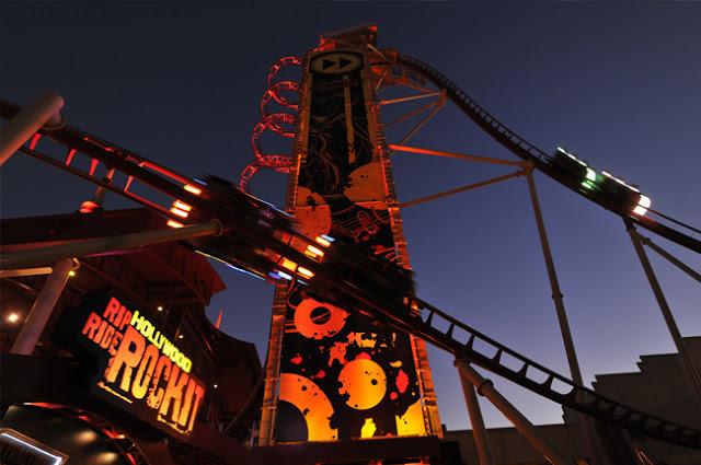 Parque Universal Studios Orlando: montanha-russa Rock It