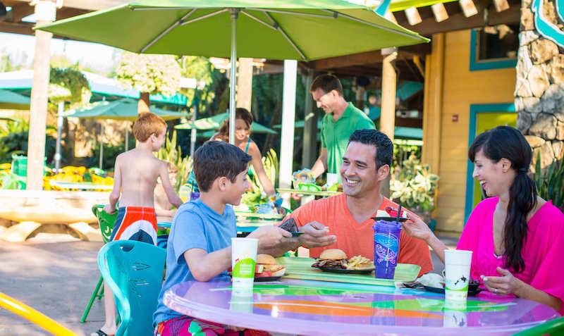 Parque Aquatica em Orlando: refeição em família