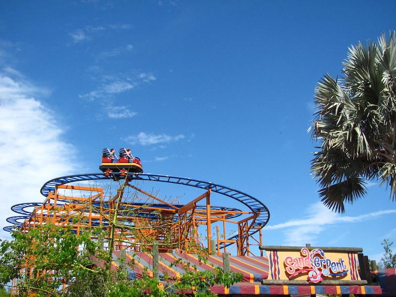 Parque Busch Gardens em Tampa: montanha-russa Sandserpent