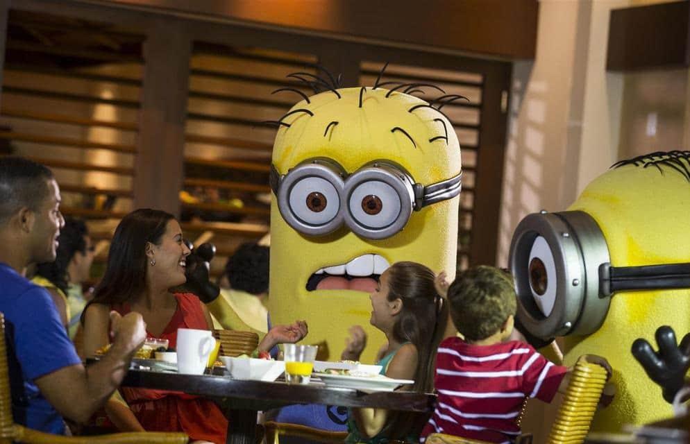 Refeição com personagens no Cafe La Bamba em Orlando