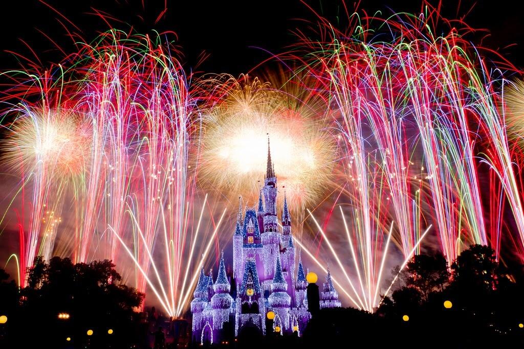 Show de fogos de artifício no parque Magic Kingdom da Disney Orlando