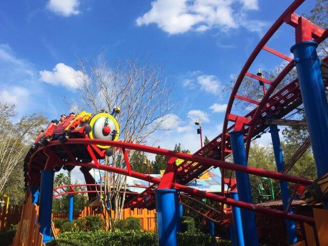 7 brinquedos para crianças em Orlando: Woody Woodpecker's Nuthouse Coaster