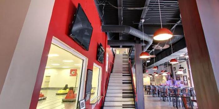 Whirly Dome em Orlando - escada de piano