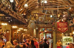 Restaurante e bar do Indiana Jones Jock Lindsey's Hangar em Orlando