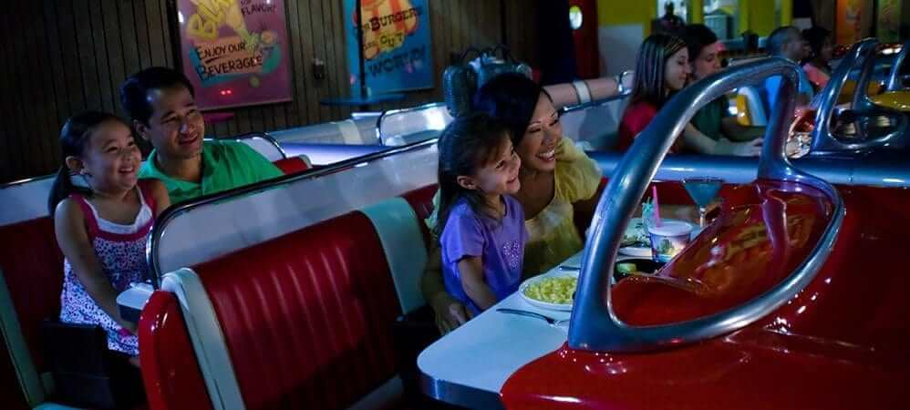 Parque Hollywood Studios da Disney Orlando: família no Sci-Fi Dine-In Theater