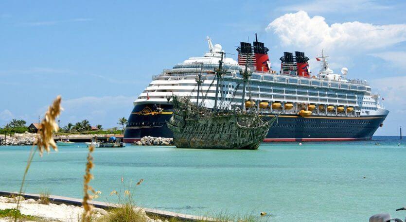 Ilha Castaway Cay da Disney: cruzeiro e navio pirata antigo