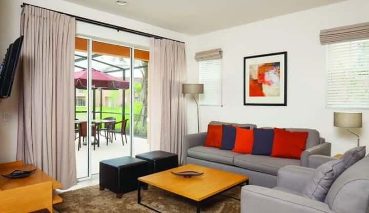 Casas menores para alugar na Disney e Orlando: Regal Oaks Resort - sala de estar