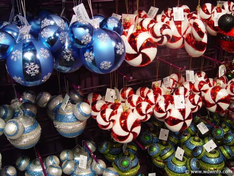 Loja Disney's Days of Christmas na Disney Springs: enfeites de Natal
