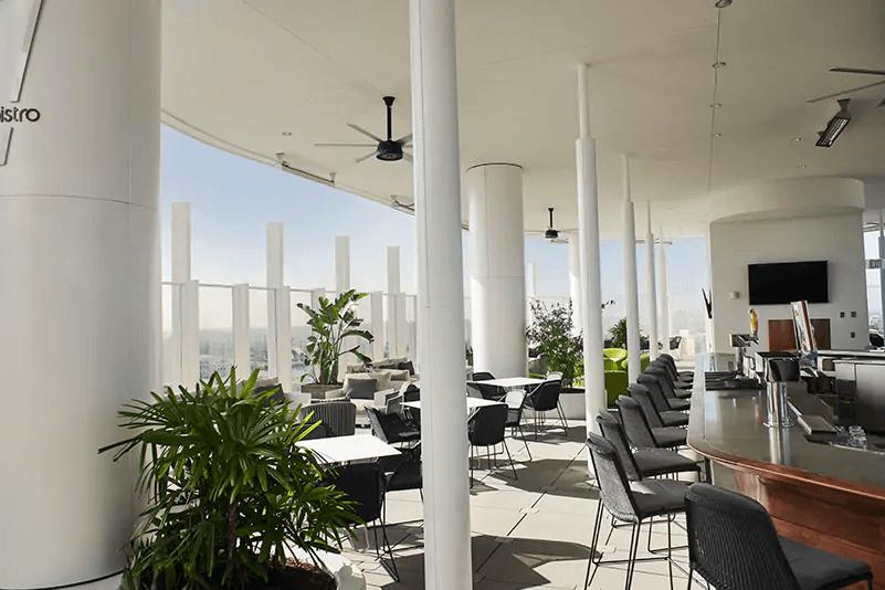 Universal's Aventura Hotel: Bar 17 Bistro