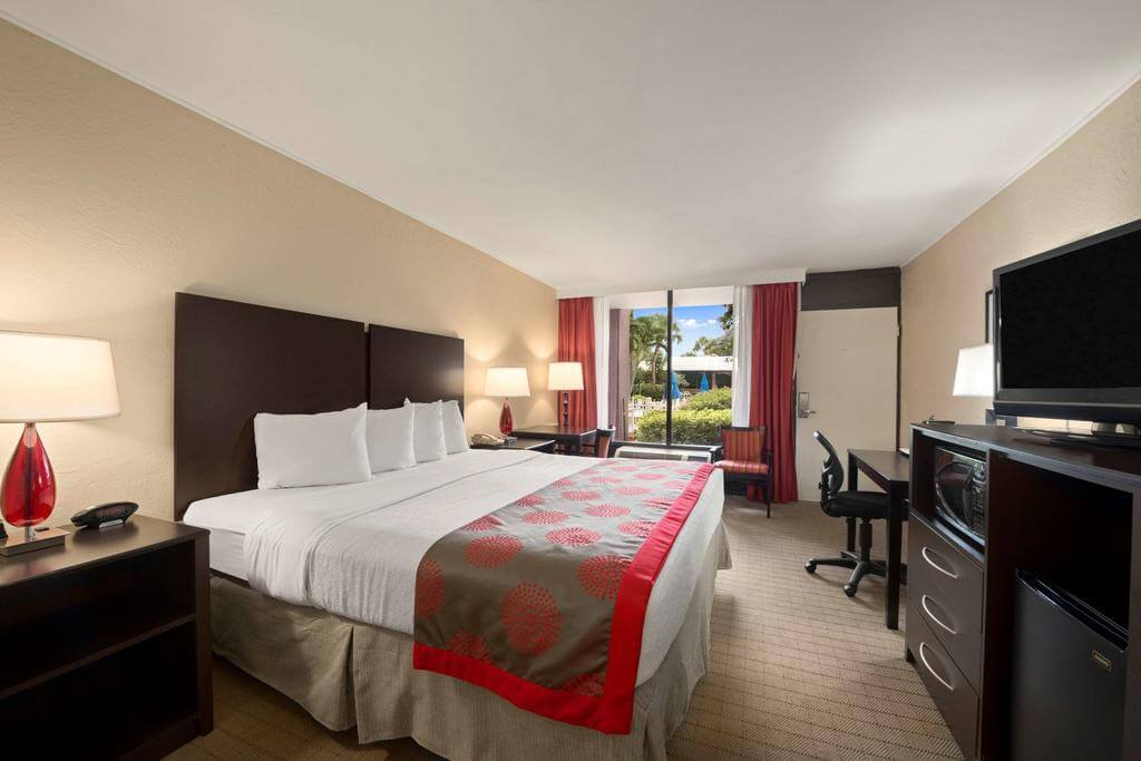 Hotéis bons e baratos em Naples: Hotel Ramada by Wyndham - quarto