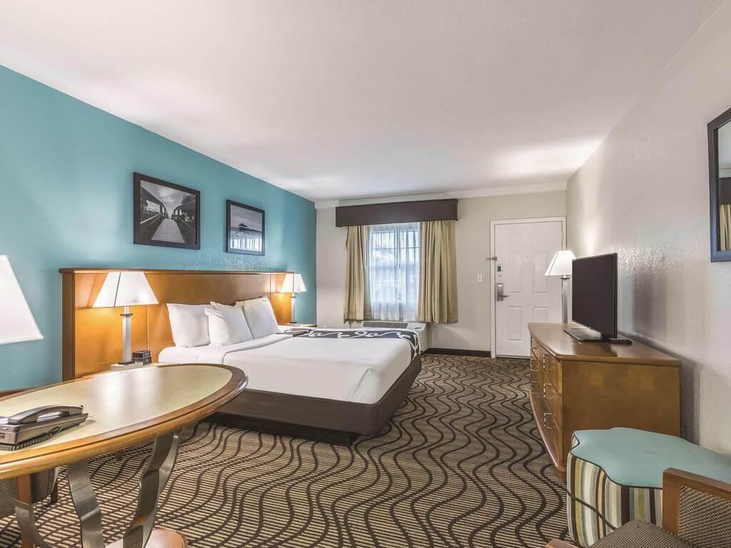 Hotéis bons e baratos em Cocoa Beach: Hotel La Quinta Inn - quarto