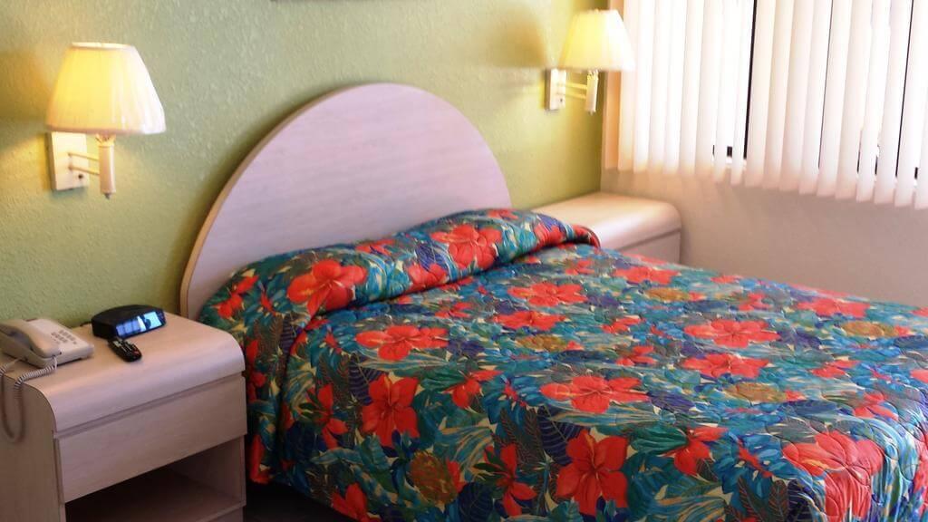Hotéis bons e baratos em Cocoa Beach: Motel Anthony's on the Beach - quarto