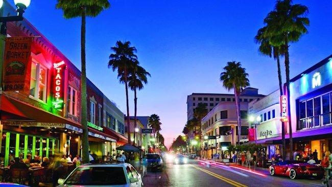 O que fazer à noite em Palm Beach: Clematis Street em West Palm Beach