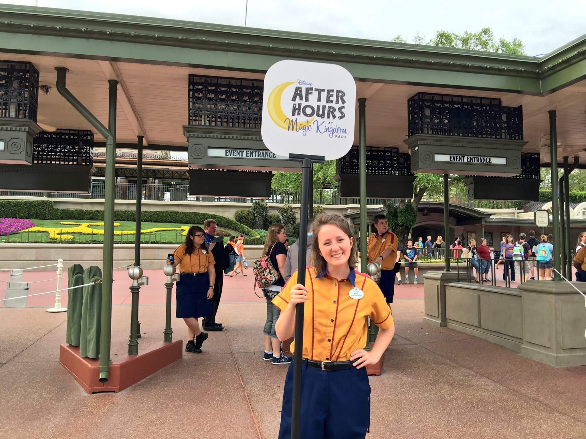 Disney After Hours em Orlando em 2019 e 2020: funcionária da Disney