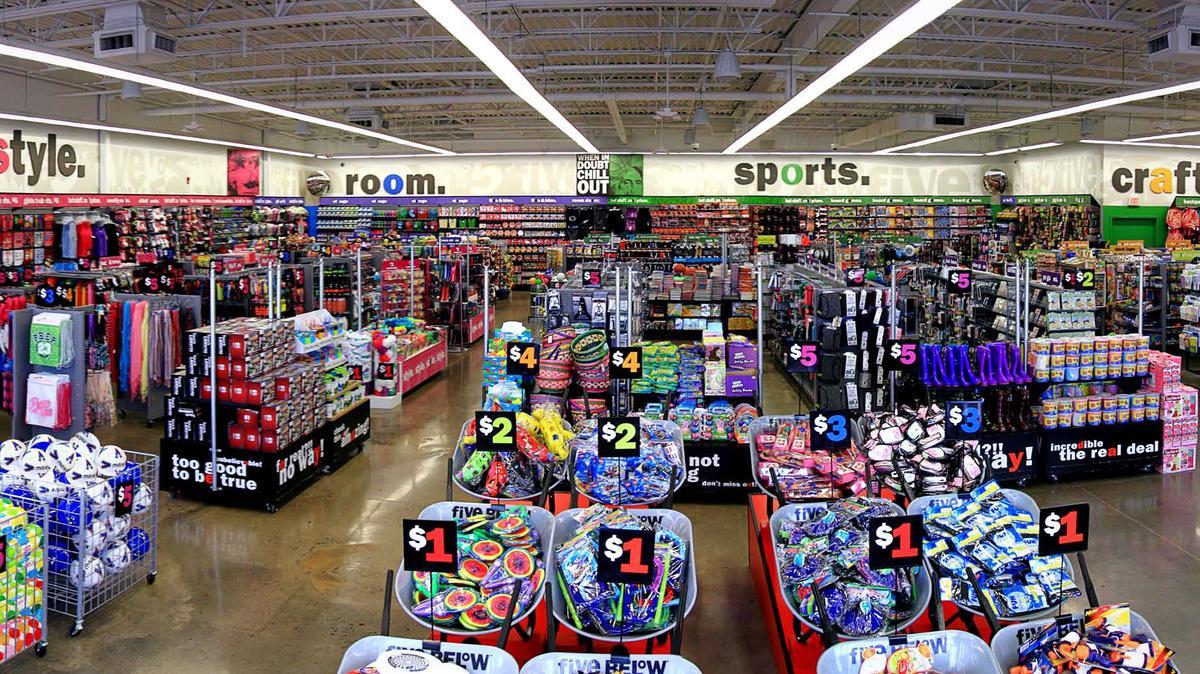 Loja Five Below em Orlando: interior