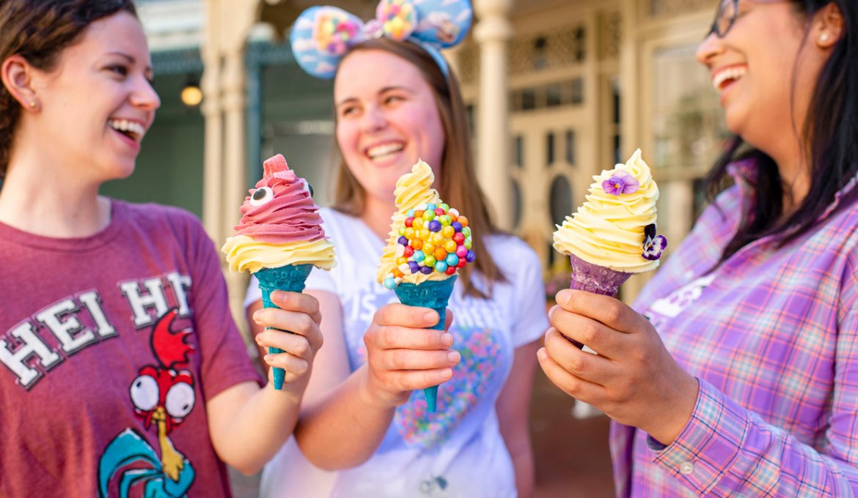 Guloseimas temáticas no Magic Kingdom da Disney Orlando: Hei Hei Cone, Lost Princess Cone, Adventure is Out There Cone