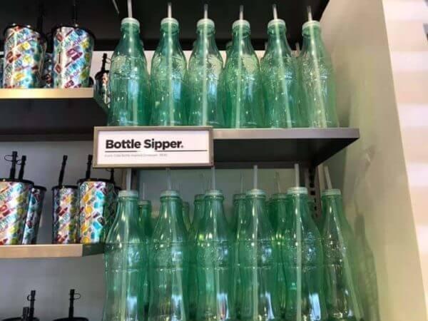 Refil de Coca-Cola por 1 dólar na Disney Springs em Orlando: garrafa de refil