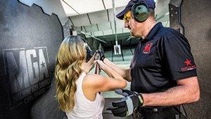 Estande de tiros Machine Gun America em Orlando: instrutor