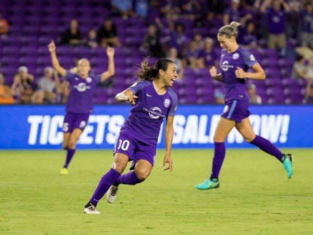 Onde comprar ingressos de futebol feminino em Orlando