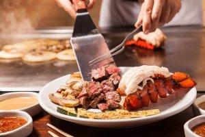 Restaurantes japoneses em Orlando: comida japonesa no restaurante Benihana
