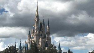 Época de furacões em Orlando: parque Disney's Magic Kingdom