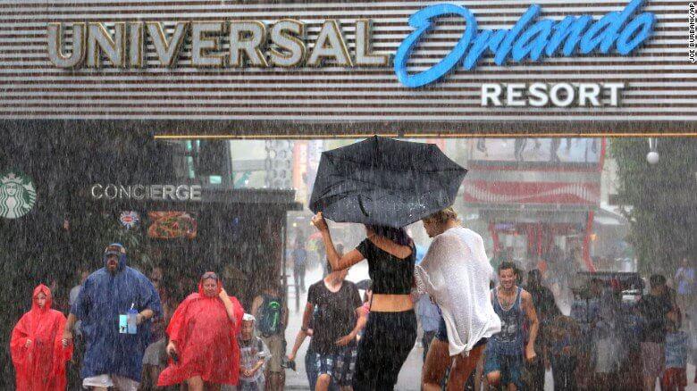 Época de furacões em Orlando: tempestades tropicais