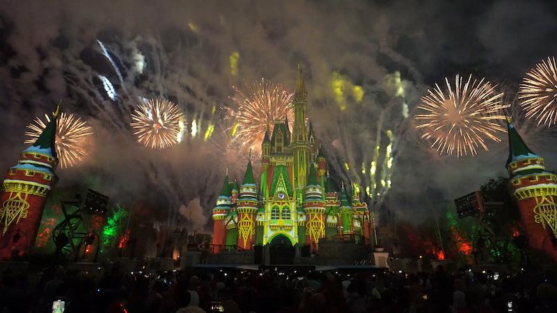 Minnie's Wonderful Christmastime Fireworks Show na Disney Orlando: Castelo da Cinderela