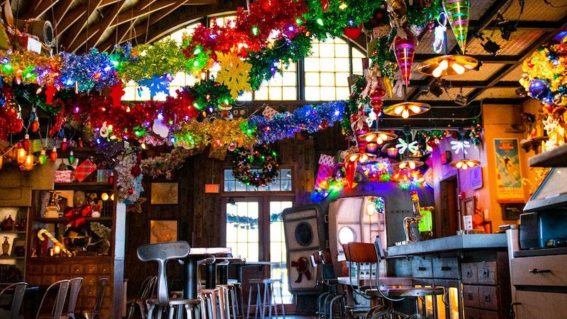 Jock Lindsey's Holiday Bar na Disney Springs em Orlando: decoração