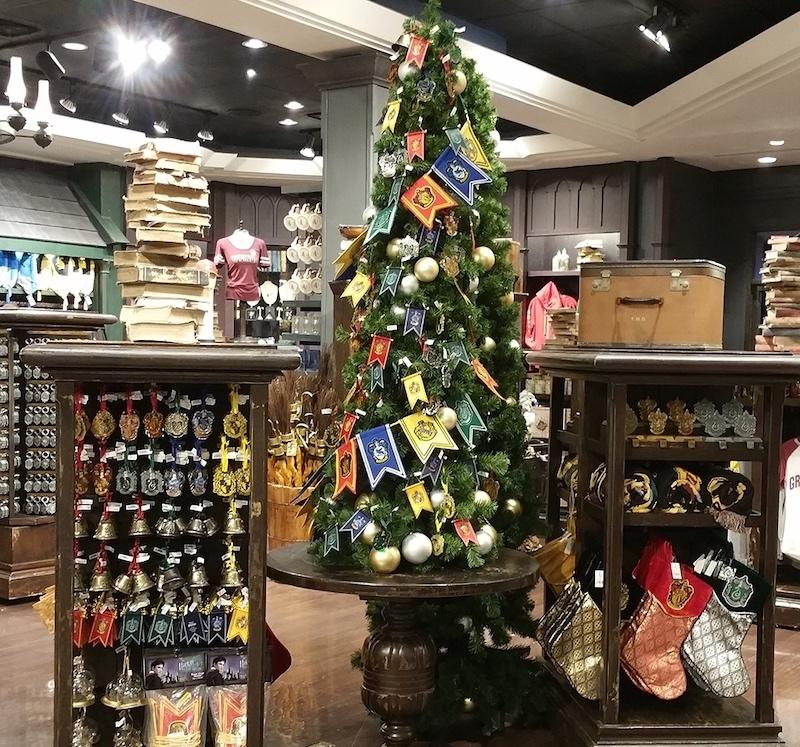 Caça ao tesouro de Natal na Universal Orlando: árvore de Natal temática de Harry Potter