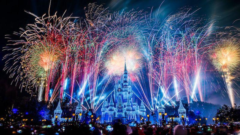 Assista à transmissão ao vivo do show de fogos de Ano Novo da Disney Orlando