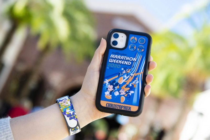 Surpresas para a Walt Disney World Marathon Weekend na Disney Springs Orlando: pulseira MagicBand e capa de celular